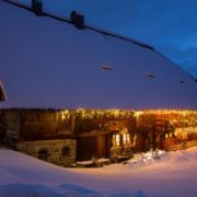 Henslerhof Scheune mit Schnee