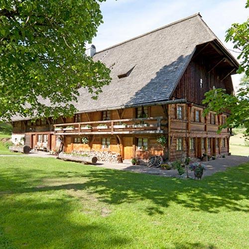 Henslerhof große Scheune im Sommer