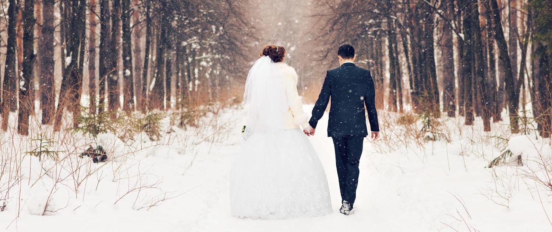 Winterhochzeit im Schwarzwald Hochzeitsfotos Ehepaar